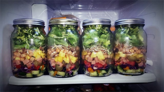 Slow food: pre-made salad in a jar